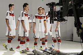 Dreharbeiten-mit-der-Deutschen-Nationalmannschaft.mini